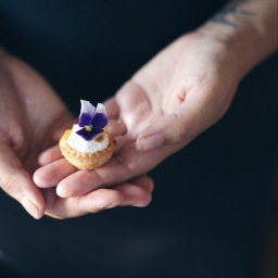 Mini crostatine con lime e meringa
